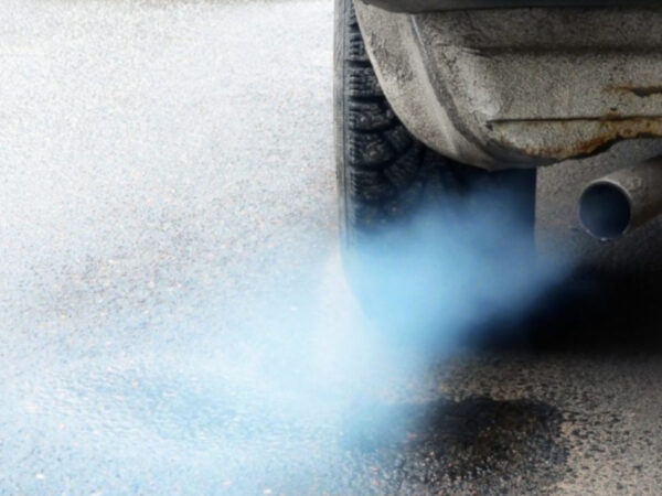 Why does blue smoke appear in the exhaust pipe?