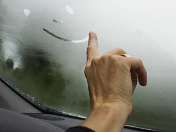 Антизапотеватели стекла для автомобиля